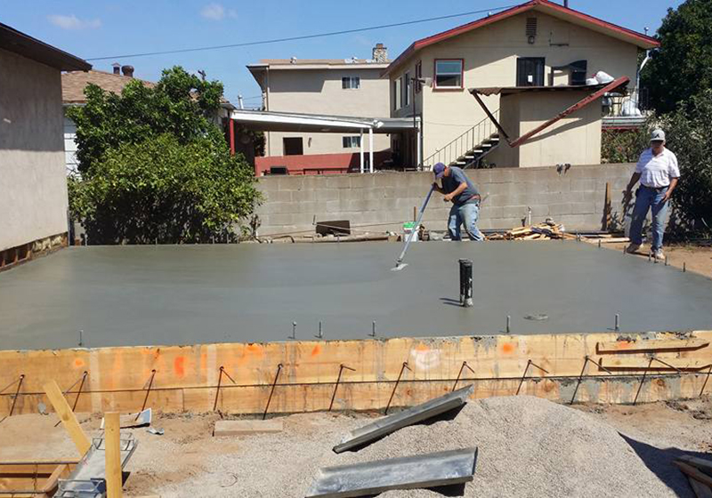 Pouring & Leveling Quality Concrete on Floor
